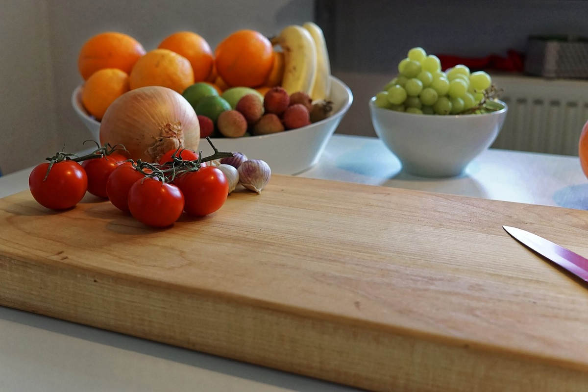 how to clean old wooden cuttting board